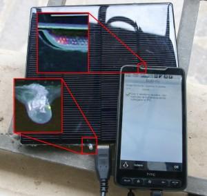 caricatore solare con batteria di riserva in azione